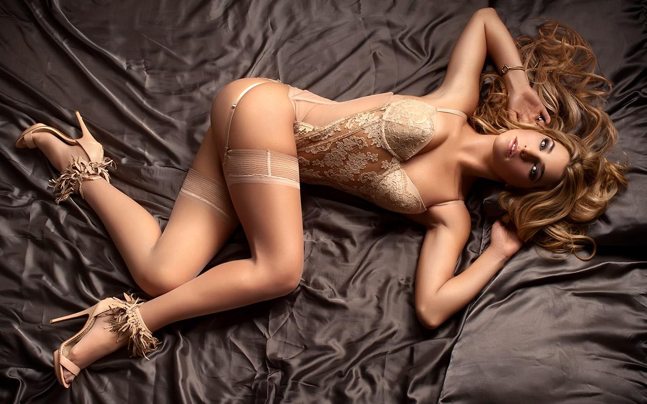 boudoir-potograph-beige-lingerie